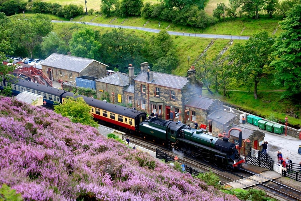 B4MG98 Steam train at Goathland Station North Yorkshire Moors Railway National Park England Britain UK