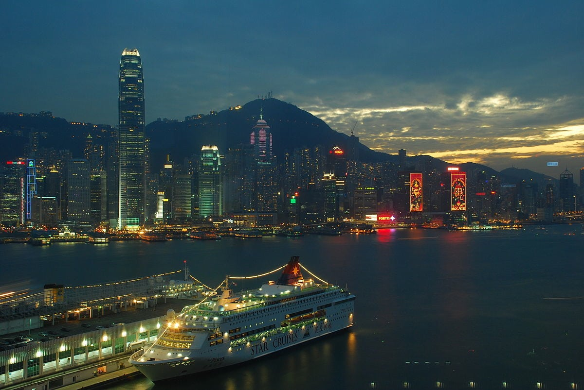1200px-Ship-Star-Cruises-Star-Pisces-Hong-Kong-Dec-2008-02