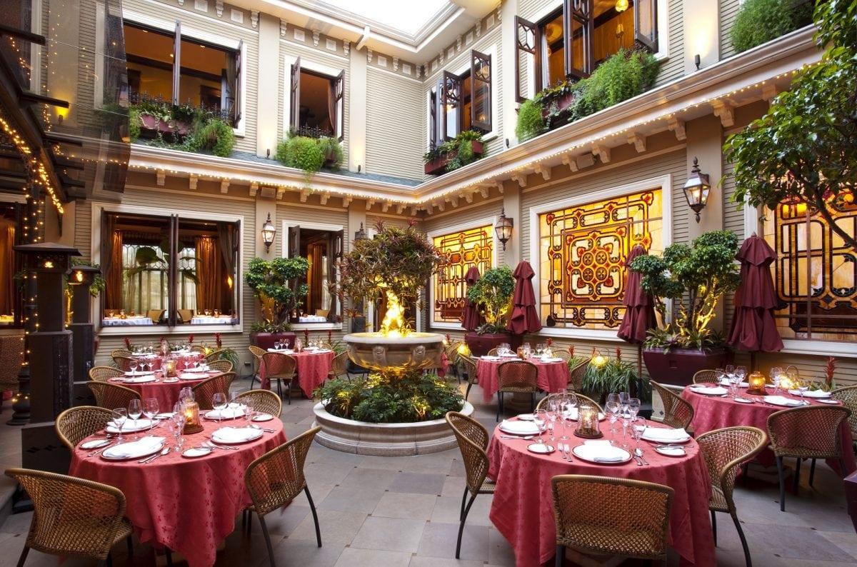 restaurant-patio-hotel-grano-de-oro-san-jose-costa-rica-4