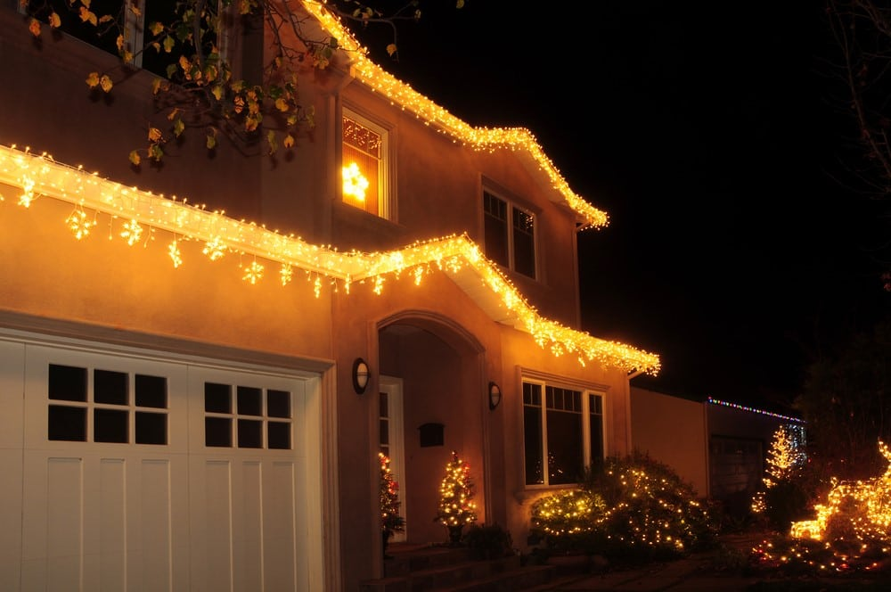 10 Ways To Decorate The Outside Of Your House For Christmas