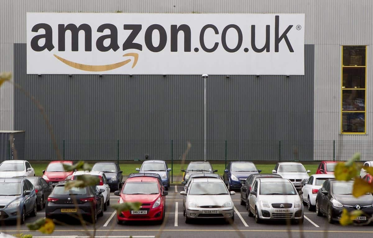 A shift worker at Amazon Dunfermline has pitched up a tent in woods next to the depot. Web retailer Amazon has come under fire after it emerged that some staff are living in tents in freezing conditions close to its distribution centre.