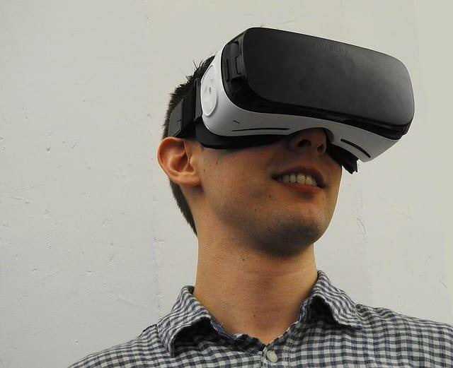 virtual-reality-1389032_640