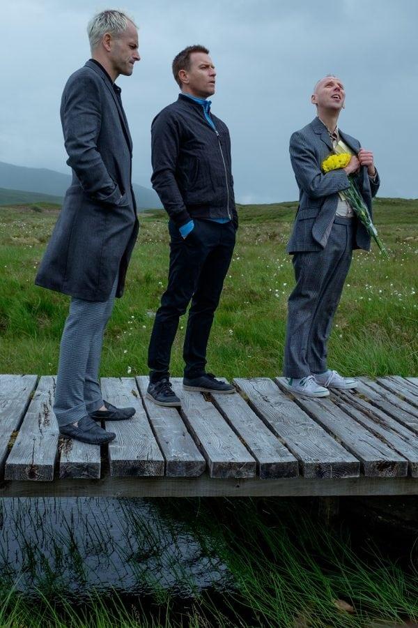T2-JB-01447.dng Simon (Jonny Lee Miller), Mark Renton (Ewan McGregor) and Spud (Ewen Bremner) in the great outdoors