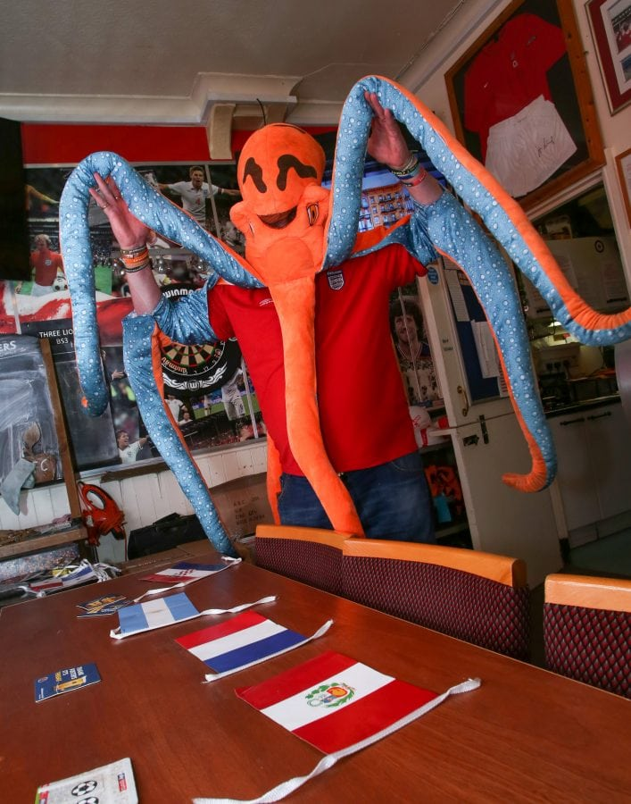 Nobtopus = man dresses as octopus to predict World Cup results