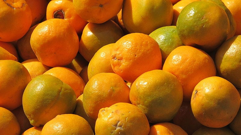 Eating oranges may help prevent macular degeneration