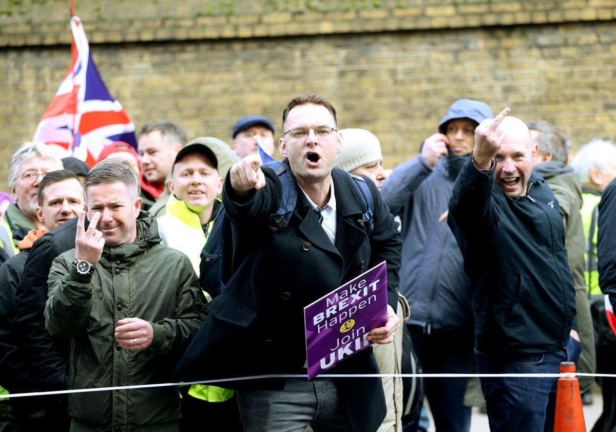 Robinson leads 5000 on Ukip London march