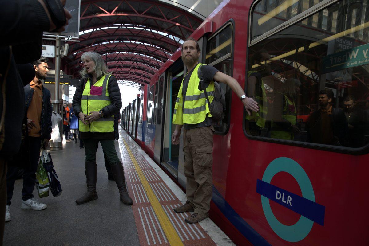 DLR protest (c) SWNS